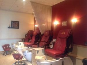 Nail salon (Before) What a drab!